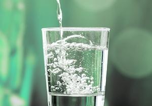 Os benefícios da água com gás