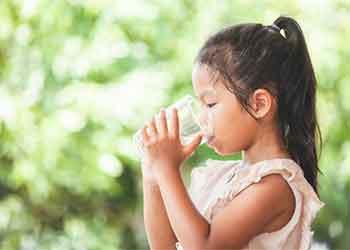 Cuidado redobrado com a hidratação das crianças no verão